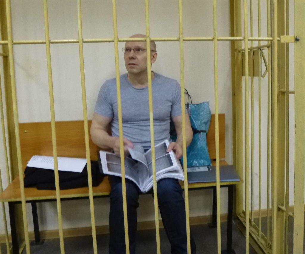 -1024x852 Жучок в галстуке. Экс-глава УВД Мартынов узнал, как за ним шпионил руководитель СКР Леденёв.